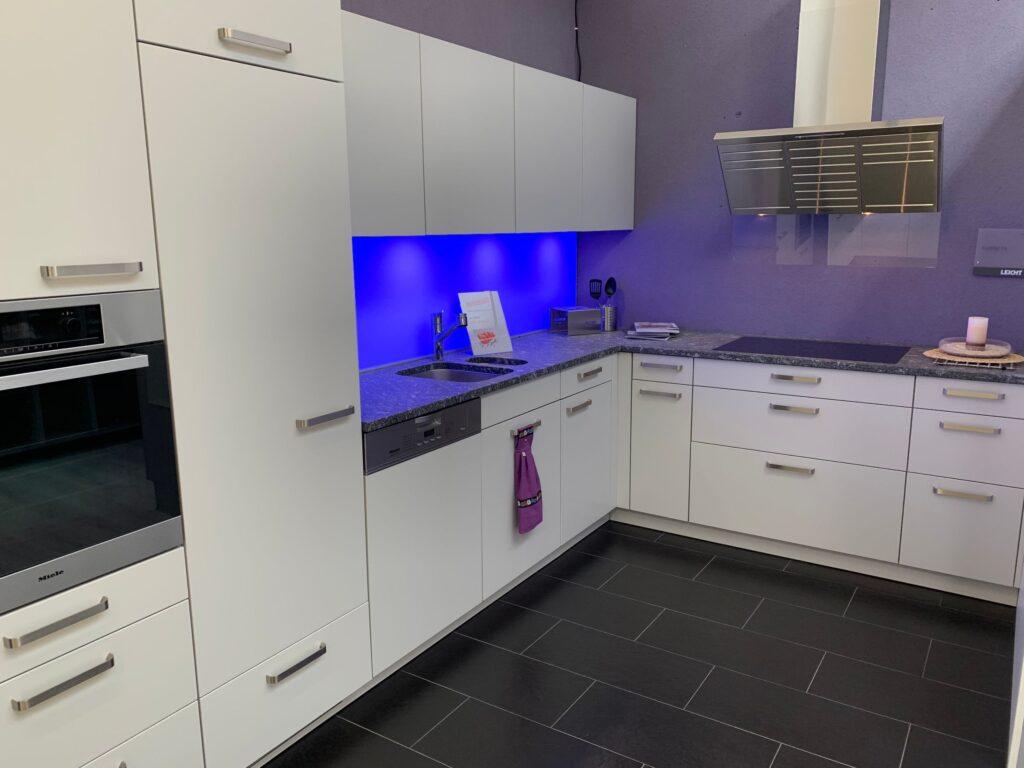 Koje 19 LEICHT Einbau-Küche